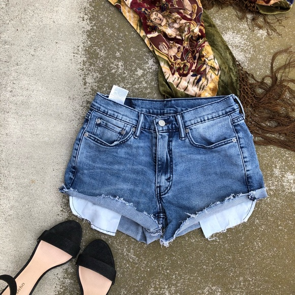 64d99d68ef10 Levi s Pants - Levi s 514 Light Washed High Waisted. Sexy Shorts